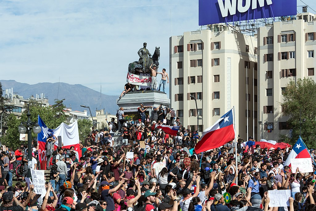 1024px-Protestas_en_Chile_20191022_07